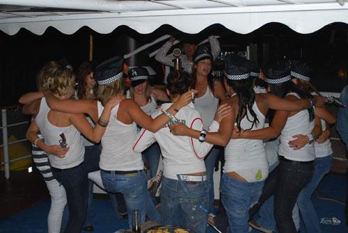 Party Dancing Boat en La candela del pisuerga